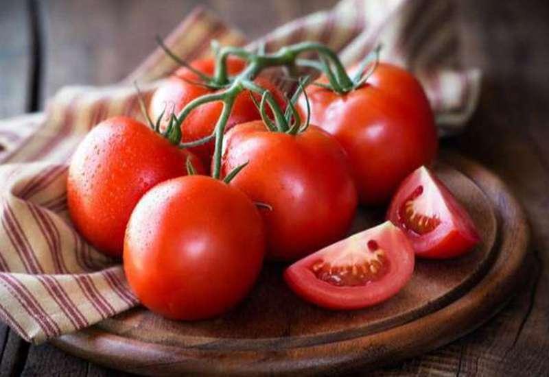 làm mất quầng thâm mắt bằng cà chua